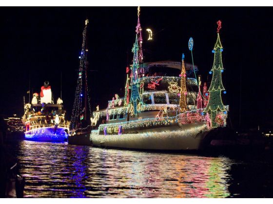Join Davey S Locker This Holiday Season With Cruises In The 2017 Newport Beach Boat Parade