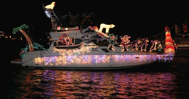 Enjoy The Newport Christmas Boat Parade Daveys Locker